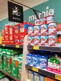恩尼斯,爱尔兰- 2017年11月17日, :阿尔迪商店在恩尼斯克莱尔郡,爱尔兰 各种各样的婴孩尿布的选择 免版税库存图片