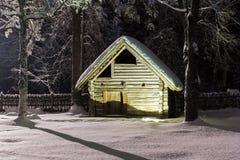 巴恩房子冬天夜 库存图片
