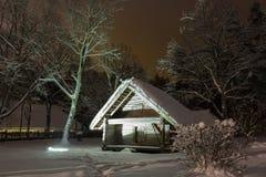 巴恩房子冬天夜 免版税库存图片