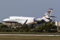 恰好色的企业喷气机着陆 免版税库存图片
