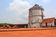 恰恩多利姆,果阿,印度- 2015年4月11日:在17世纪和灯塔修造的Aguada堡垒 免版税库存照片