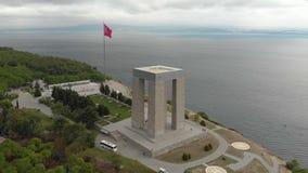 恰纳卡莱市殉道纪念塔,由寄生虫的转动的空中射击 股票视频