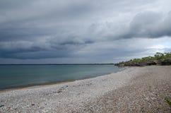 恶劣天气出来在海岸 图库摄影