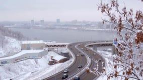 恶劣天气雪汽车风暴交通在高速公路的 股票视频