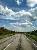 恶劣的农村路 库存照片