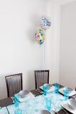 恶劣的装饰的生日桌 免版税图库摄影