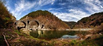 恶魔的桥梁全景照片  库存图片