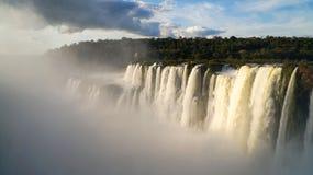 恶魔` s喉头或加尔甘塔台尔蝙蝠鱼是伊瓜苏瀑布复合体的主要瀑布在阿根廷 库存图片