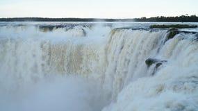 恶魔` s喉头或加尔甘塔台尔蝙蝠鱼是伊瓜苏瀑布复合体的主要瀑布在阿根廷 免版税图库摄影