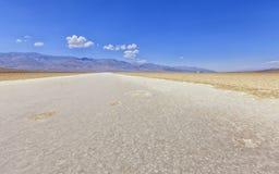 恶水盆地看法在死亡谷,美国 库存照片
