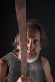 恼怒和疯狂的老有胡子的战士 免版税库存照片