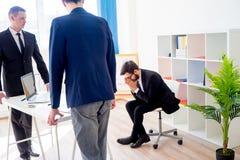 恼怒的上司在办公室 免版税库存图片