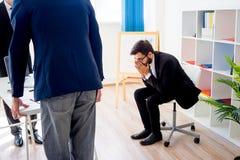 恼怒的上司在办公室 免版税图库摄影
