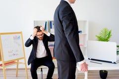 恼怒的上司在办公室 免版税库存照片