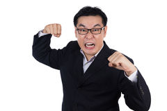 恼怒的亚裔中国人佩带的衣服和握两拳头 免版税库存图片