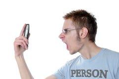 恼怒的人电话尖叫年轻人 免版税图库摄影