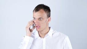 恼怒的在电话的商人恶化的新闻 库存图片