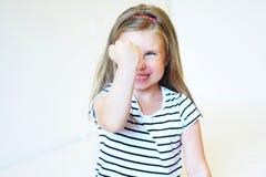 恼怒的女孩小小孩 库存图片