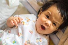 恼怒的女孩婴孩 库存照片