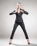恼怒的女实业家年轻人 免版税库存图片