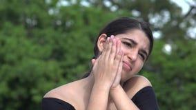恼怒的女性西班牙青少年的勃然大怒 影视素材