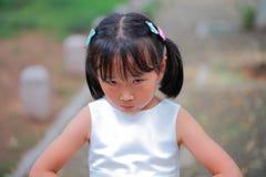 恼怒的小女孩 免版税图库摄影
