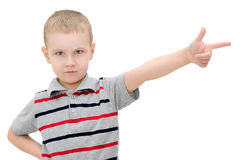 恼怒的小男孩显示在白色背景的一个手指 免版税库存图片