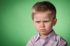 恼怒的小男孩 免版税库存图片