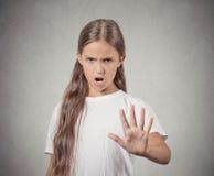 恼怒的懊恼生气的少年女孩 图库摄影