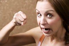 恼怒的打孔机投掷的妇女 免版税库存照片