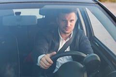 恼怒的汽车司机 免版税库存图片
