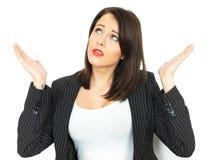 恼怒的沮丧的年轻女商人 免版税库存照片