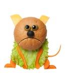 恼怒的猫由面包、乳酪和菜做成在白色背景 库存图片