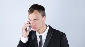 恼怒的生意人电话 库存照片