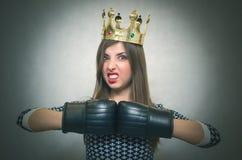 恼怒的确信的妇女 女性竞争 库存照片
