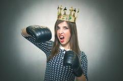 恼怒的确信的妇女 女性竞争 库存图片