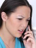 恼怒的移动电话妇女 免版税库存照片