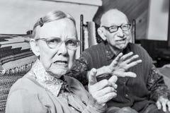 恼怒的老男人和妇女 库存照片