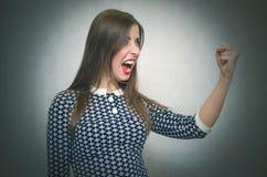 恼怒的被激怒的妇女 要求的不满意的上司 免版税库存图片