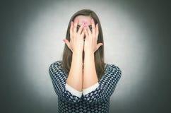 恼怒的邪恶的女孩 积极的妇女 免版税库存照片