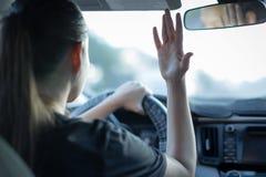 恼怒的驱动器妇女 工作的冲 沥青汽车阻塞无缝的业务量向量墙纸 繁忙的寿命 少年鲁莽驾驶 免版税库存图片