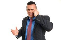 恼怒的年轻人谈话入机动性 免版税库存图片