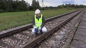 恼怒铁路工作者谈话 影视素材