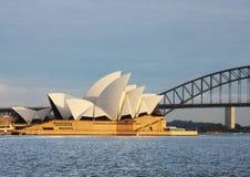悉尼从Macquaries Point夫人的歌剧院视图 免版税库存图片