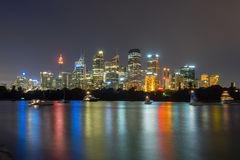 悉尼市地平线在晚上 库存图片