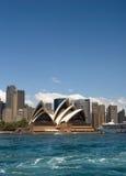 悉尼歌剧家的大蓝色copyspace 免版税库存图片