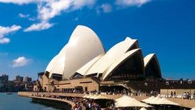 悉尼歌剧院充分的大阳台在夏天 免版税库存图片