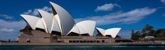 悉尼歌剧院全景 库存照片