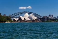 悉尼歌剧院和港口桥梁 库存图片