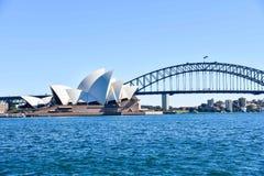 悉尼歌剧院和港口桥梁 库存照片